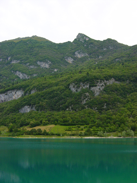 http://tenkai.hen.free.fr/forum/img/uploads/voyages/lac-de-tenno-02.jpg
