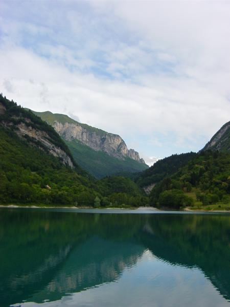 http://tenkai.hen.free.fr/forum/img/uploads/voyages/lac-de-tenno-03.jpg